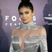 Kylie Jenner combina look com carrinho de bebê da filha: 'Passeio da Stormi'