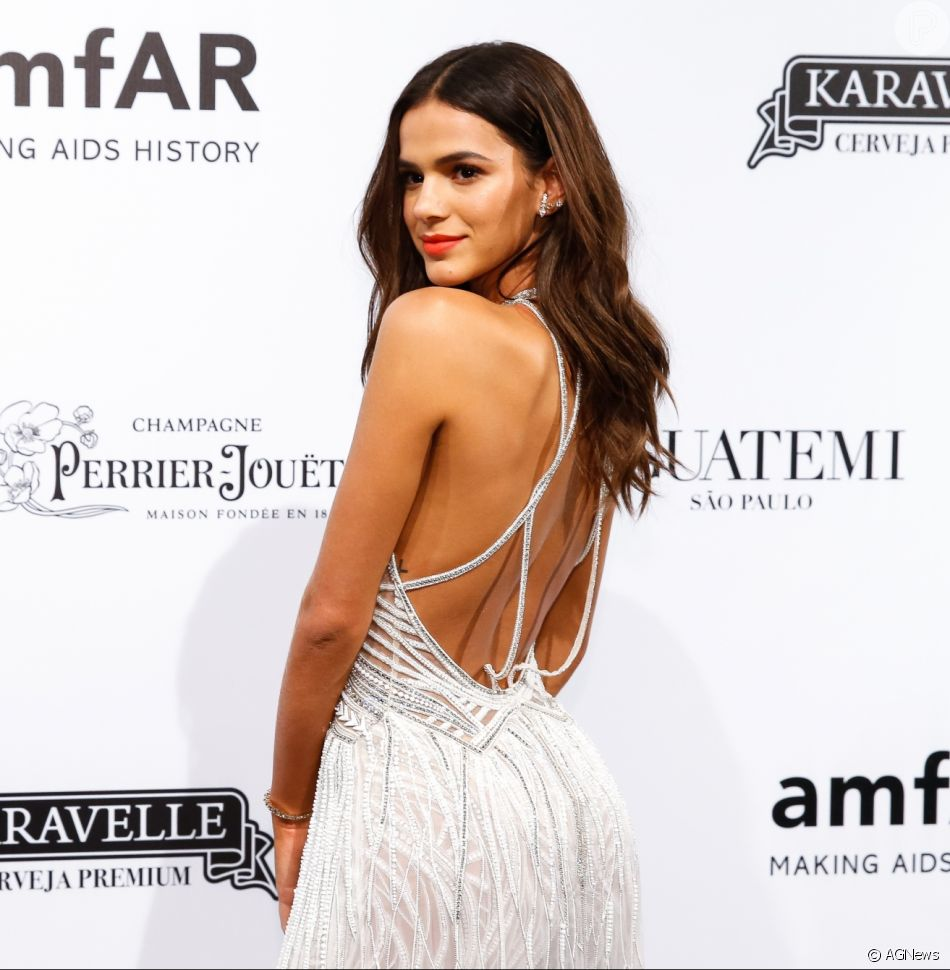 Bruna Marquezine prestigia baile amfAR na noite desta sexta-feira, 13 de abril de 2018