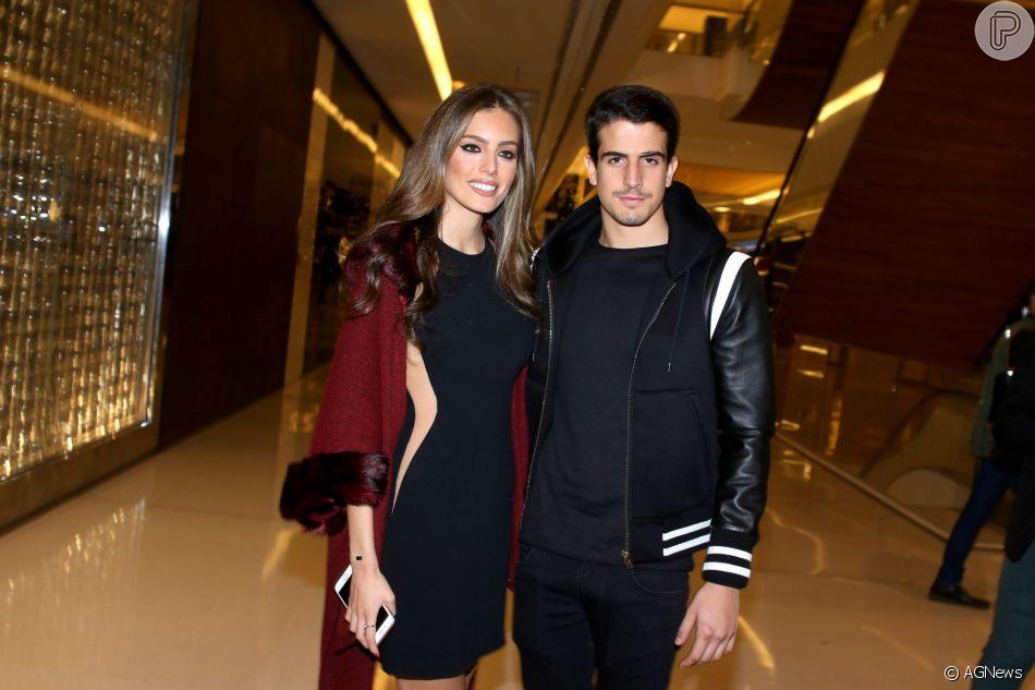 Enzo Celulari completou 21 anos neste domingo, 15 de abril de 2018, quando curtiu um passeio de helicóptero ao lado da namorada, Victória Grendene