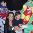 Suzana Alves, ex-Tiazinha, e o filho, Benjamin, com Patati e Patatá