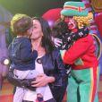 Suzana Alves beijou o filho, Benjamin, no circo
