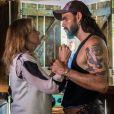 Mariano (Juliano Cazarré) conta sobre seu caso com Sophia (Marieta Severo) e diz que buscou uma prova contra ela para viver em paz com Lívia (Grazi Massafera), na novela 'O Outro Lado do Paraíso'