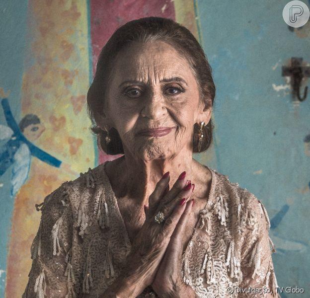 Caetana (Laura Cardoso) recebe benção de Mercedes (Fernanda Montenegro) antes de morrer no último capítulo da novela 'O Outro Lado do Paraíso'. Quem antecipa é o colunista de TV Daniel Castro nesta segunda-feira, 16 de abril de 2018