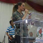 Perlla publica foto ministrando culto em igreja evangélica no Rio