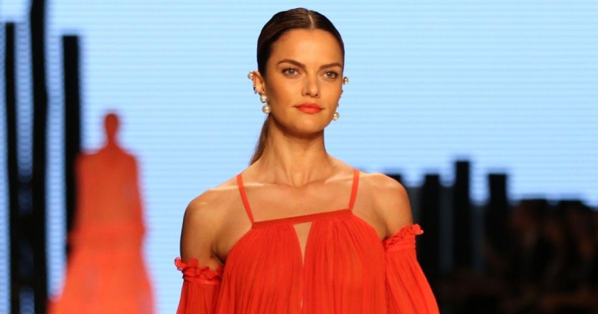 5ad3b9520d241 Fátima Scofield é reconhecida por atuar há mais de 30 anos no mercado de  moda nacional. Sua marca autoral está presente no guarda-roupa de famosas  como ...