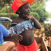 Fashionista! Títi, filha de Gio Ewbank e Gagliasso, combina short e boné. Foto!