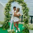 Mayra Cardi e Arthur Aguiar se casaram em 22 de dezembro de 2017, em cerimônia surpresa preparada pela life coach