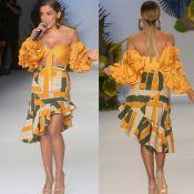 Anitta usa look tropical e canta clássicos da MPB na abertura da SPFW. Fotos!