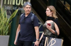 William Bonner passeia por shopping com a namorada, Natasha Dantas, no Rio