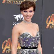 Vestido metalizado e make ultraviolet: o look de Scarlet Johansson em première