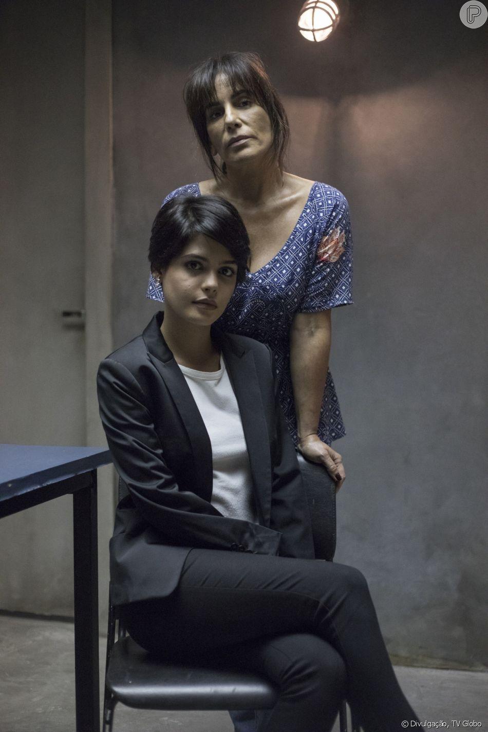 Adriana (Julia Dalavia) fica sabendo pela mãe, Beth (Gloria Pires), que Clara (Bianca Bin) se separou de Patrick (Thiago Fragoso) para abrir caminho para ela na novela 'O Outro Lado do Paraíso'