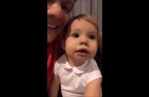 Michel Teló filma filha, Melinda, assistindo Thais Fersoza na TV: 'É a mamãe'