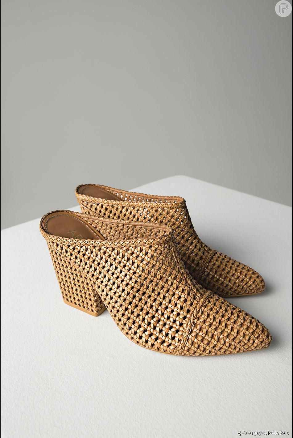 5da0af9fb O sapato criado exclusivamente para o desfile é uma parceria da grife com a  Arezzo