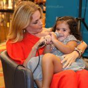 Carolina Ferraz recebe a filha de 2 anos ao lançar livro de receitas. Fotos!