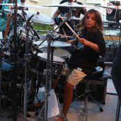 Primogênito de Ivete Sangalo, Marcelo toca bateria na volta da artista aos trios