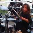 Marcelo, filho mais velho de Ivete Sangalo, deu uma palinha na bateria