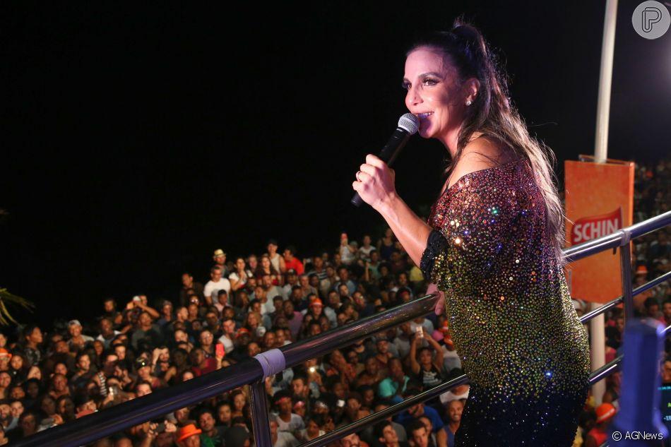 Ivete Sangalo dá pausa na licença-maternidade após nascimento das gêmeas Helena e Marina e sobe ao trio elétrico arrastando multidão em Salvador no domingo, 29 de abril de 2018