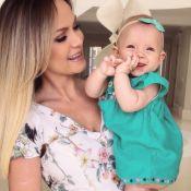 Eliana mostra a filha, Manuela, sorrindo e de laço na cabeça: 'Princesa linda'