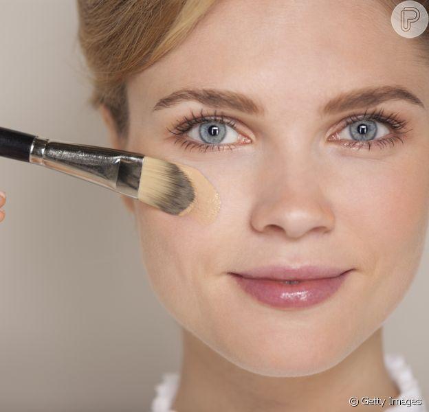 A dermatologista não recomenda substituir o protetor solar pelas maquiagens com FPS
