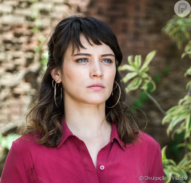Clara (Bianca Bin) fica desesperada para conseguir os US$ 100 milhões exigidos por Renato (Rafael Cardoso) para libertar Tomaz (Vitor Figueiredo) nos últimos capítulos da novela 'O Outro Lado do Paraíso'
