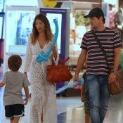Marcelo Serrado passeia com a mulher e os filhos gêmeos, Guilherme e Felipe