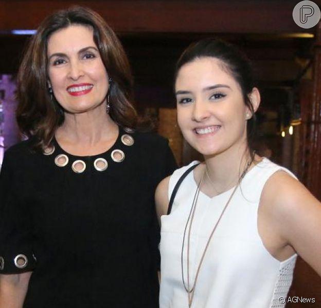 Fátima Bernardes lembra 20 anos em foto e fãs a comparam com filha: 'Cópia da Laura'