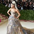 Ariana Grande fez sua estreia no Met Gala 2018 nesta quinta-feira, 7 de maio de 2018