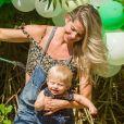 Fillho de Karina Bacchi, Enrico esbanjou fofura em sua festa de mêsversário