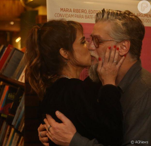 Maria Ribeiro ganha beijo de Fábio Assunção ao lançar livro no Leblon, na Zona Sul do Rio de Janeiro, nesta terça-feira,dia 08 de maio de 2018