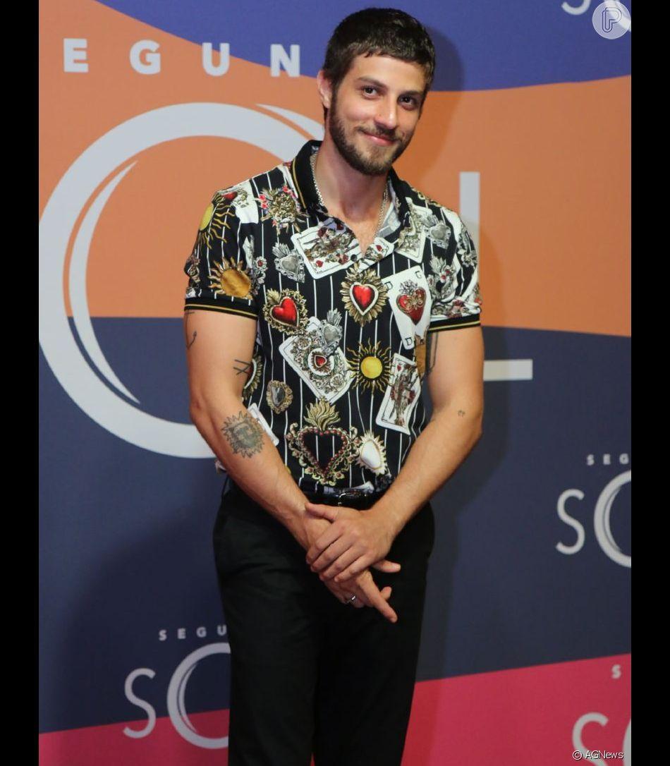 Chay Suede usa look Dolce & Gabbana no lançamento da novela 'Segundo Sol', realizado no Circo Voador, Rio de Janeiro, nesta terça-feira, 8 maio de 2018