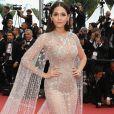 A modelo Araya Hargate usou look Ralph & Russo na exibição de'Sorry Angel', em Cannes, nesta quarta-feira, 10 de maio de 2018
