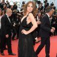 A atriz francesa Morgane Polanski apostou em look fluido preto Elie Saab no tapete vermelho de Cannes