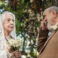 Josafá (Lima Duarte) pede para Mercedes (Fernanda Montenegro) ser sua mulher no último capítulo da novela 'O Outro Lado do Paraíso'
