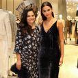 Apesar de terem muitos compromissos, Bruna Marquezine e Neide encontram um tempinho na agenda para ficarem passearem juntas
