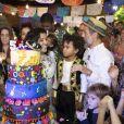 Regina Casé comemorou aniversário do filho no Centro Cultural Goiabeira Coisa e Tal, na Barra da Tijuca, Zona Oeste do Rio de Janeiro, nesta sexta-feira, 11 de maio de 2018