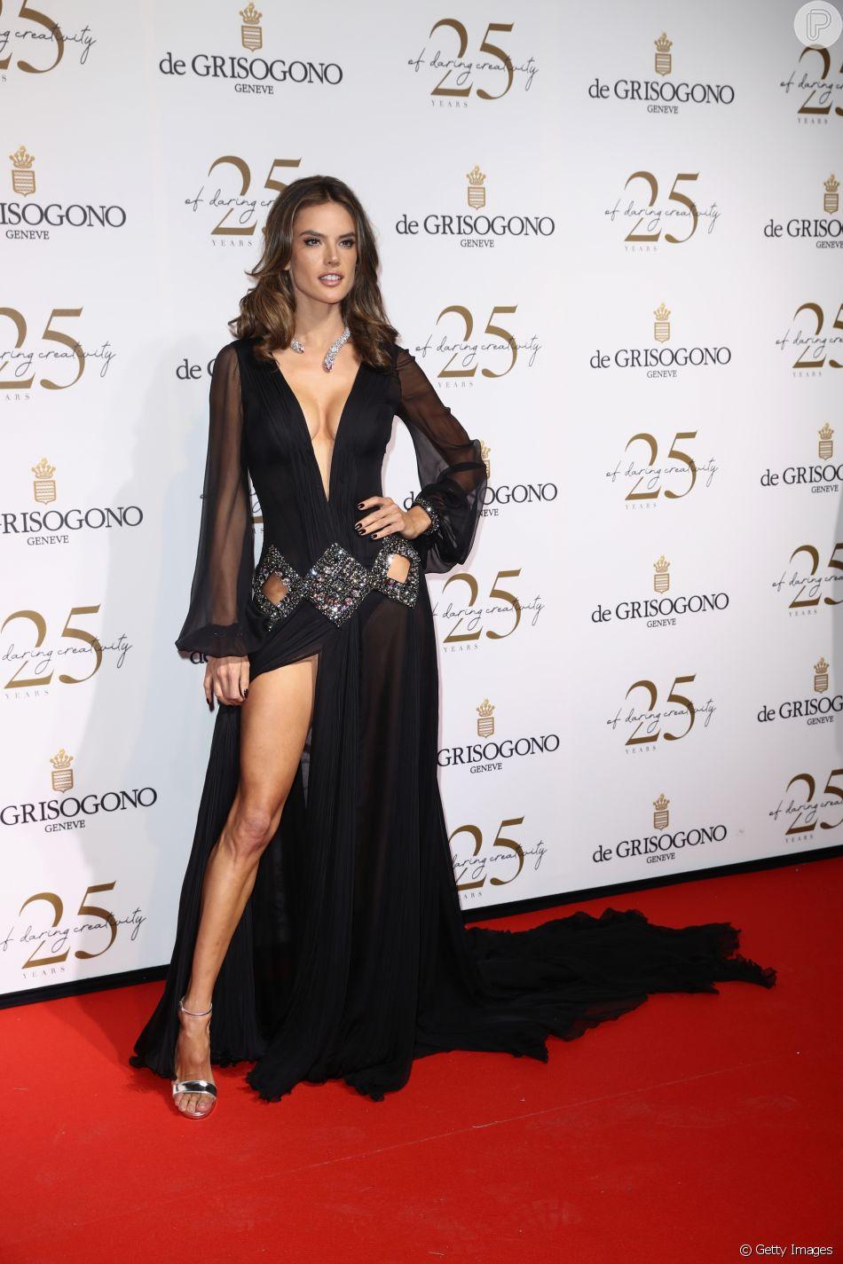 promo code 36311 81f5f Alessandra Ambrosio usou vestido personalizado do estilista ...