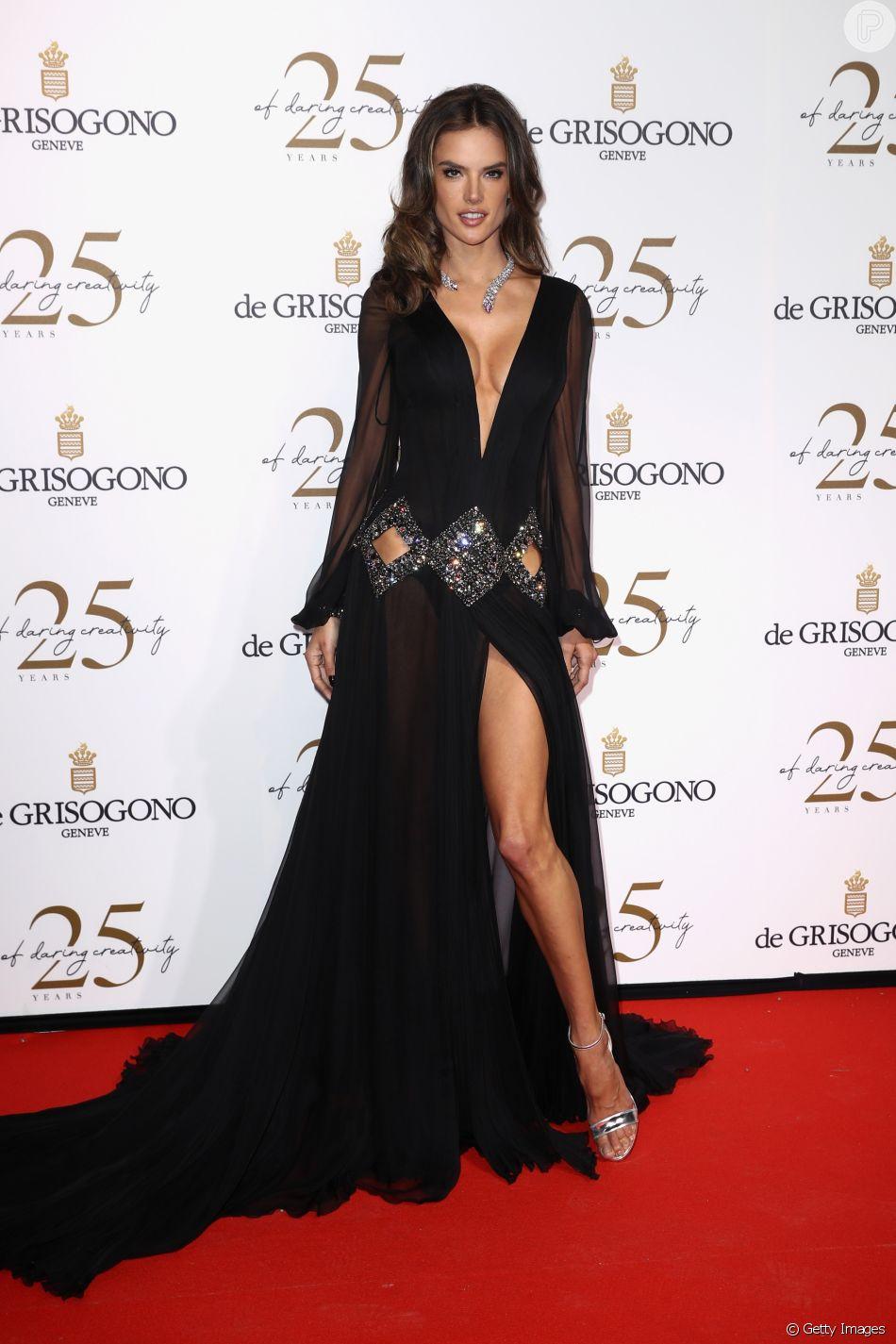 Alessandra Ambrosio prestigia comemoração pelos 25 anos da marca suíça De Grisogono durante Festival de Cannes, em Cap d'Antibes, na França, nesta terça-feira, 15 de maio de 2018