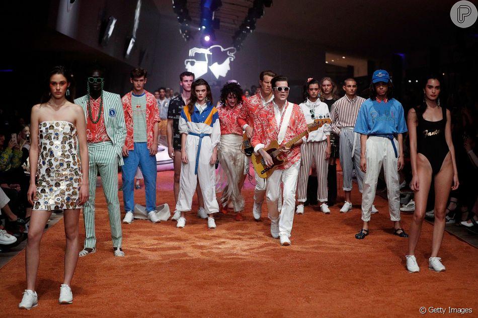 O Grupo Musical Client Liaison Se Uniu Aos Modelos Na Passarela Do Mercedes Benz  Fashion Week Em Sydney, Na Australia