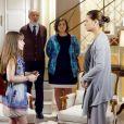 Encantada com a mansão, Poliana (Sophia Valverde) tenta abraçar Luísa (Milena Toscano), mas ela impede o contato, no capítulo que vai ao ar nesta quarta-feira, dia 16 de maio de 2018, na novela 'As Aventuras de Poliana'