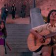 Perdida em São Paulo durante a noite, Poliana (Sophia Valverde) encontra João (Igor Jansen) tocando violão, no capítulo que vai ao ar nesta quarta-feira, dia 16 de maio de 2018, na novela 'As Aventuras de Poliana'