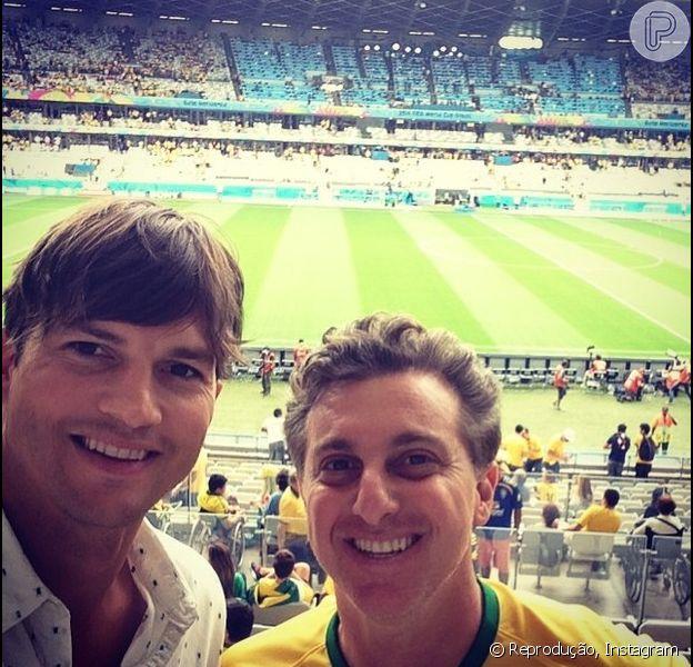Ashton Kutcher veio ao Brasil para assistir ao jogo da Seleção contra a Alemanha com o amigo Luciano Huck. O ator postou uma selfie dos dois no seu Instagram nesta terça-feira, 8 de julho de 2014