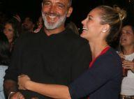 Paolla Oliveira curte show abraçada ao namorado, Rogério Gomes. Fotos!
