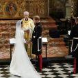 Meghan Markle usou vestidocom véu de 5 metros em casamento com o príncipe Harry