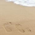 Karina Bacchi postou foto de marca de seu pé ao lado da do noivo e do filho, Enrico