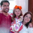 Leonor Corrêa, autora da novela 'Carinha de Anjo', confirma que Gustavo (Carlo Porto) e Cecíia (Bia Arantes) darão um irmãozinho ou irmãzinha para Dulce Maria (Lorena Queiroz) na reta final da história