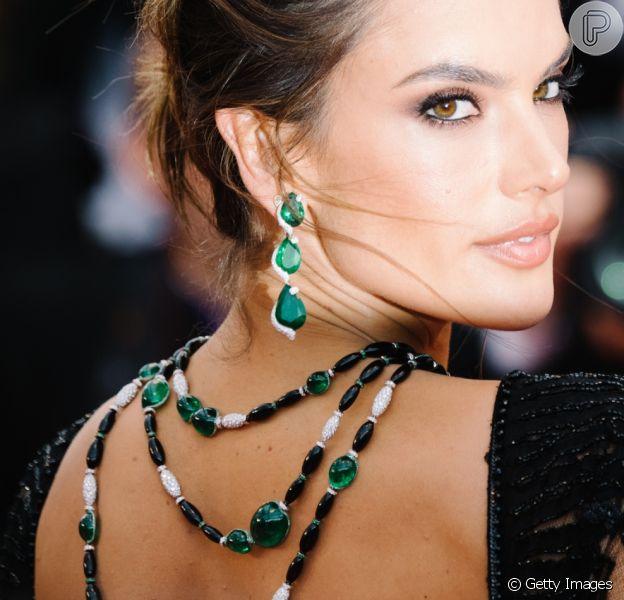 Brilho verde em Cannes! Esmeraldas se destacam nas joias do festival encerrado neste sábado, dia 21 de maio de 2018