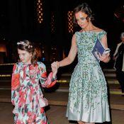 O jardim de Katie Holmes e Suri Cruise: mãe e filha vão a baile de look florido