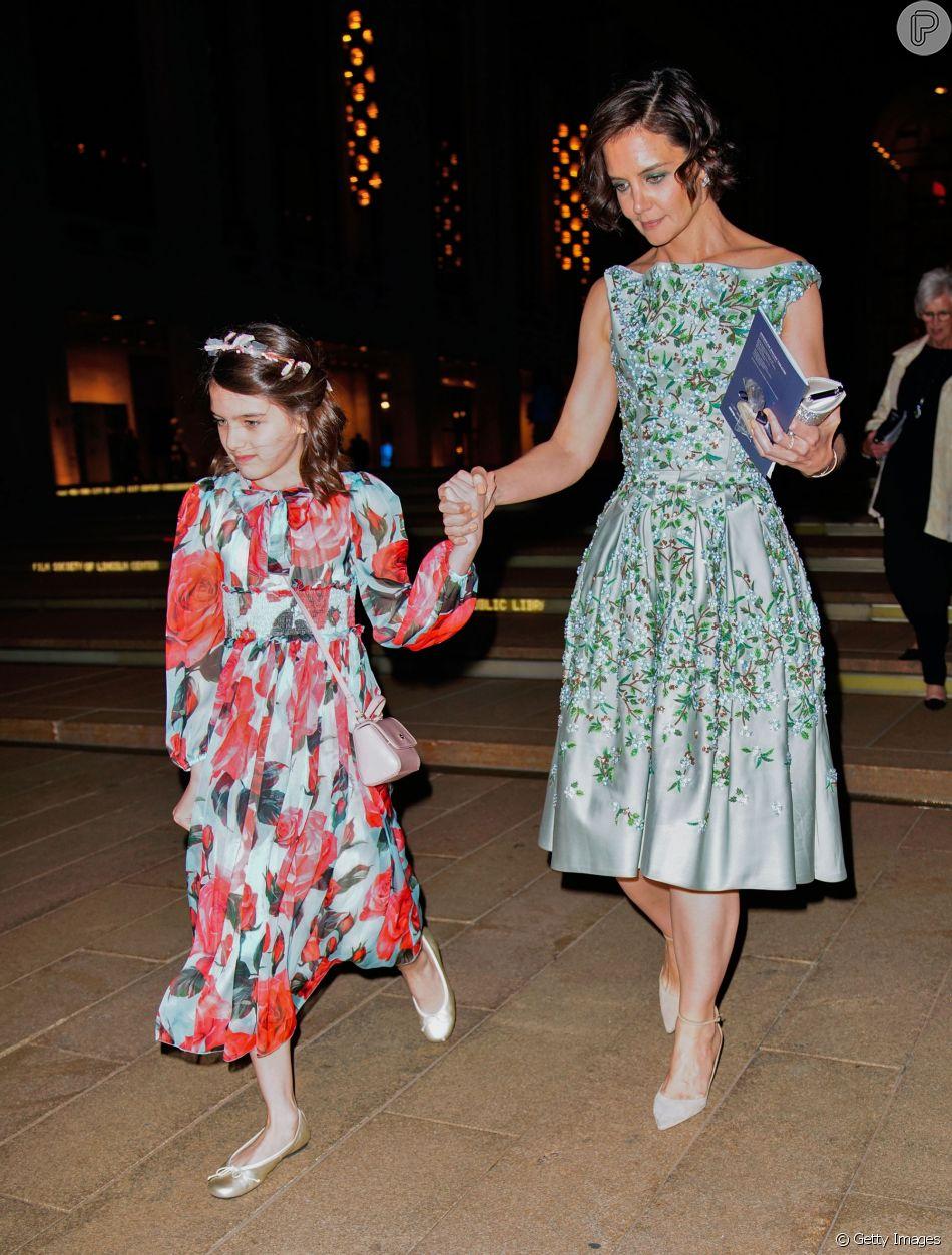 Katie Holmes e Suri Cruise usaram vestidos com flores na abertura de gala do American Ballet Theatre na The Metropolitan Opera House, em Nova York, nos Estados Unidos, na noite desta segunda-feira, 21 de maio de 2018