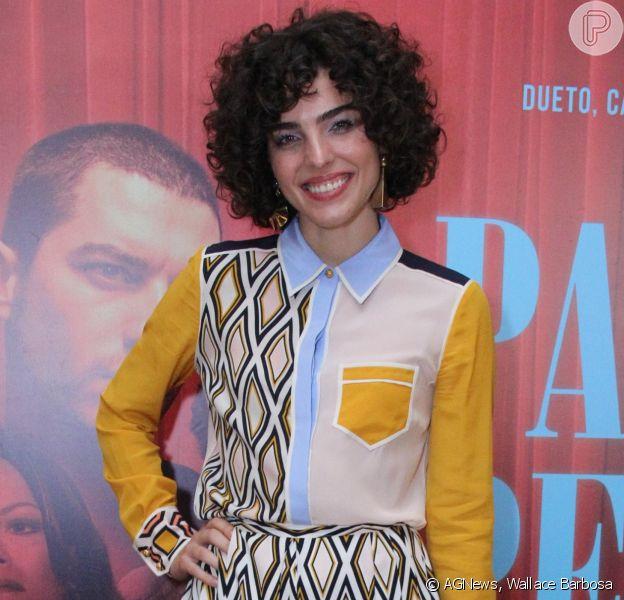 Julia Konrad usou look com toque de anos 70 na première do filme 'Paraíso Perdido', no Kinoplex Leblon, Zona Sul do Rio de Janeiro, na noite desta segunda-feira, 21 de maio de 2018
