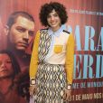 O vestido usado por Julia Konrad na première do filme 'Paraíso Perdido' é da marca  Tory Burch